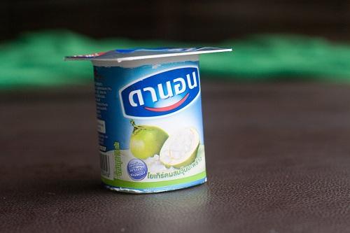 Подборка забавных азиатских продуктов: йогурт с кусочками кокоса