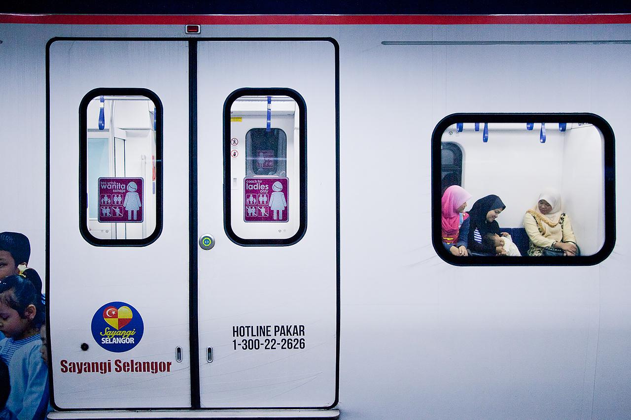 Путешествие по Малайзии, Куала-Лумпур: Вагон для женщин