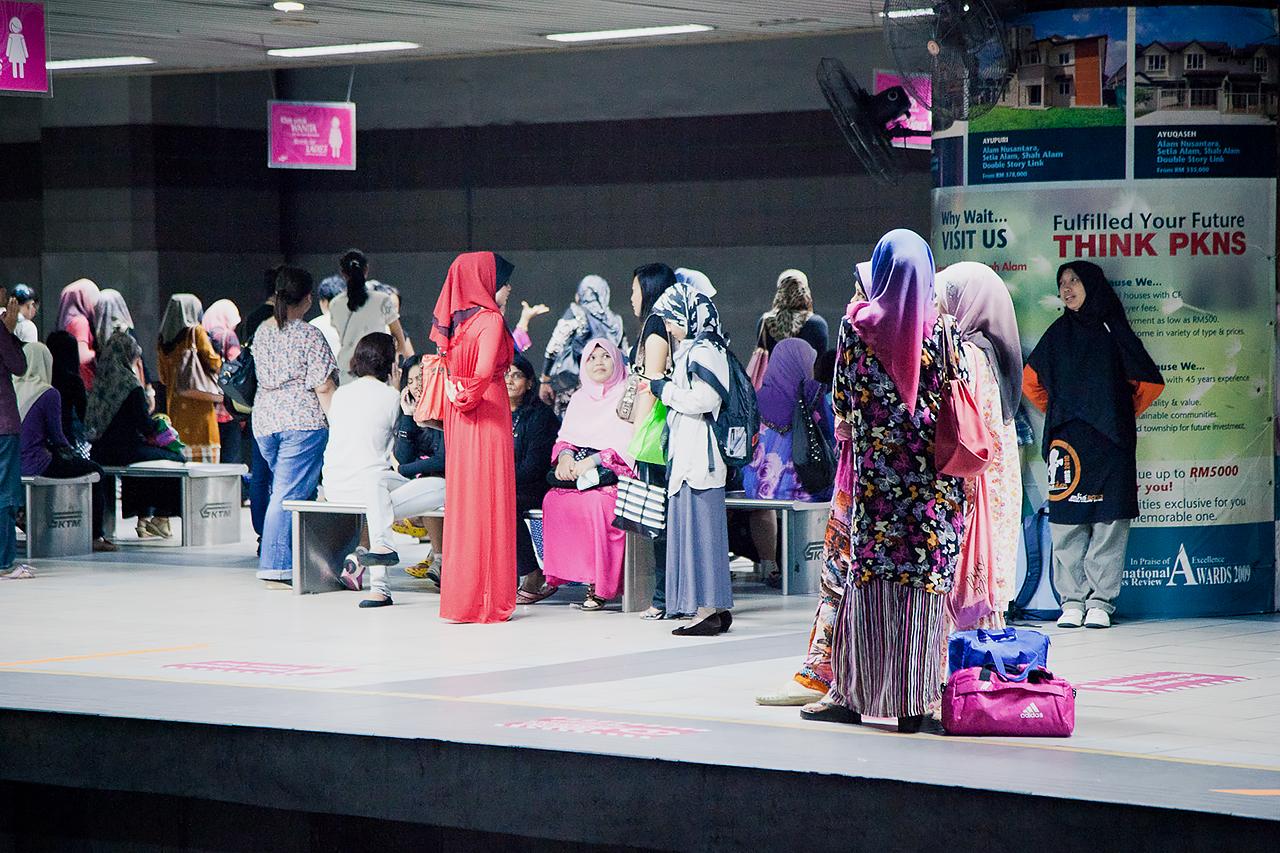 Путешествие по Малайзии, Куала-Лумпур: Женщины в традиционной одежде