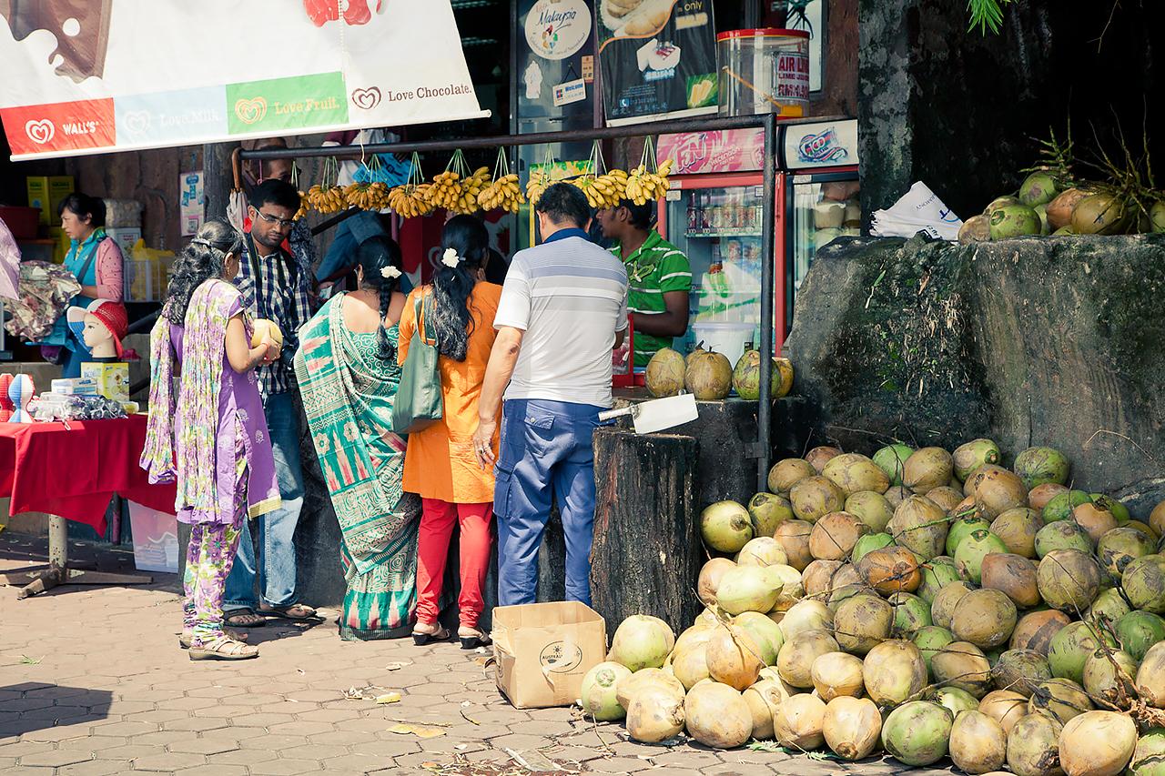 Путешествие по Малайзии, Куала-Лумпур: Индианки покупают фрукты