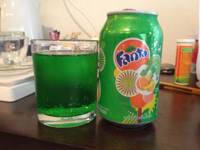 Подборка забавных азиатских продуктов: зеленая Фанта тропические фрукты