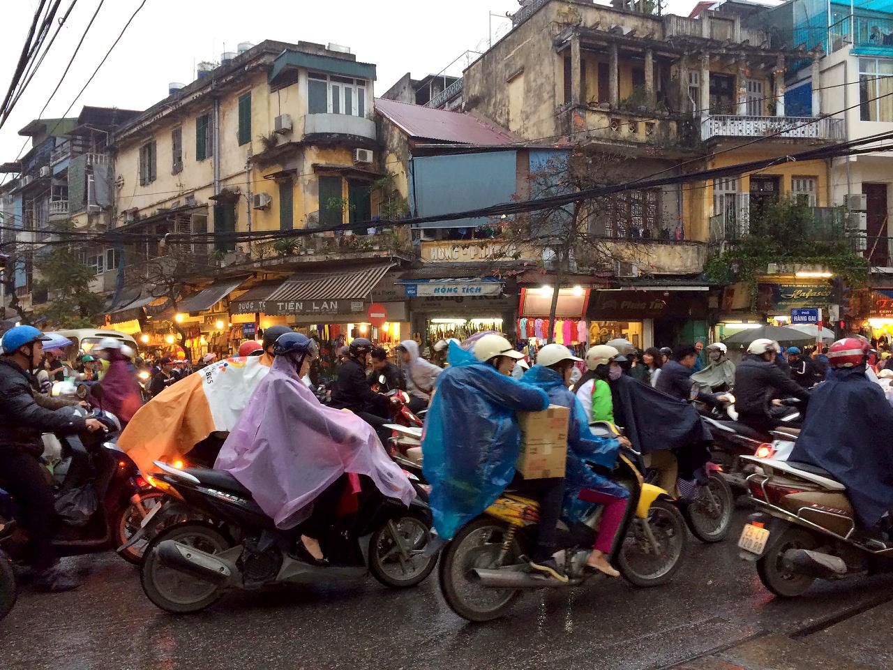 Путешествие по Вьетнаму, Ханой: Сумасшедший трафик на дорогах