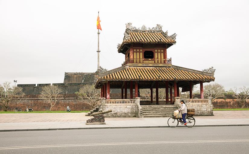 Вьетнам, город Хюэ —  руины имперского прошлого.