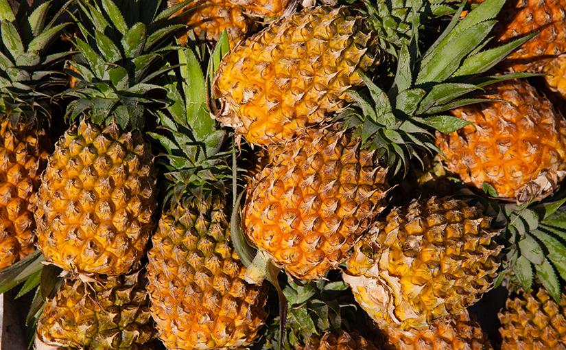 Видео: Чистка ананасов по-вьетнамски.