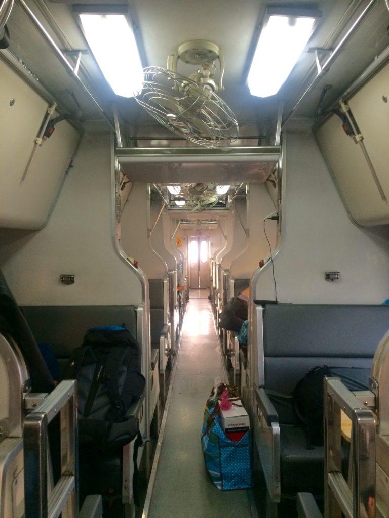 Из Малайзии в Таиланд: В поезде