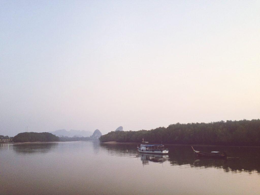 Из Малайзии в Таиланд: Рассвет над рекой Краби