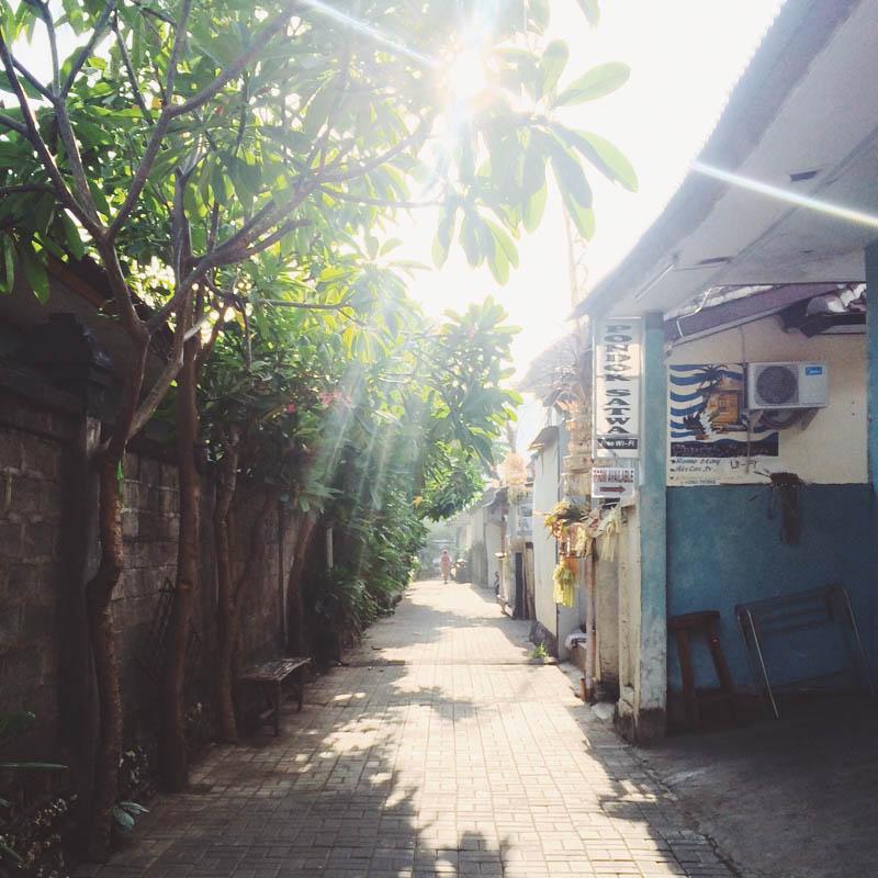 Бали для бюджетного туриста: Переулок в Куте