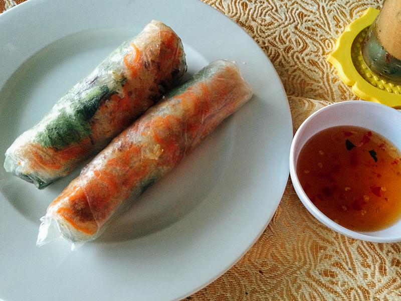 Что попробовать во Вьетнаме: салатный ролл