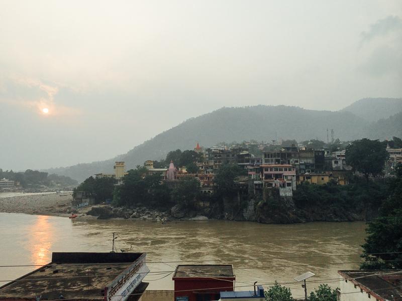 Путешествие по Индии: Вид с террасы отеля на Ганг