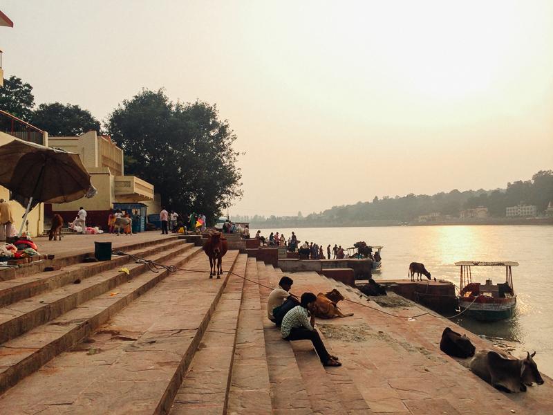 Путешествие по Индии: Гаты рядом с мостом Ram Jhula