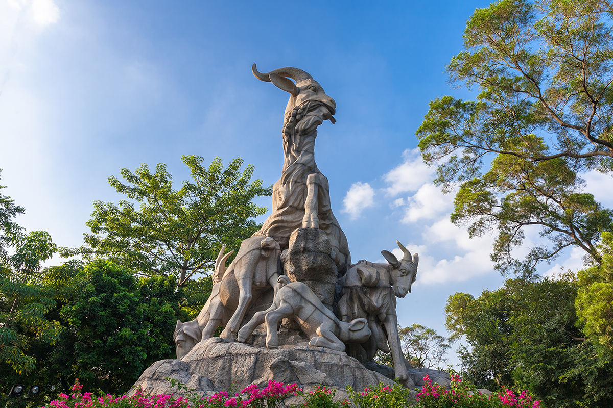 Безвизовый транзит в Гуанчжоу: Символ Гуанчжоу — статуя пяти козлов
