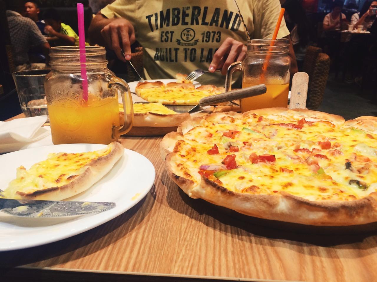 Безвизовый транзит в Гуанчжоу: китайская пиццерия