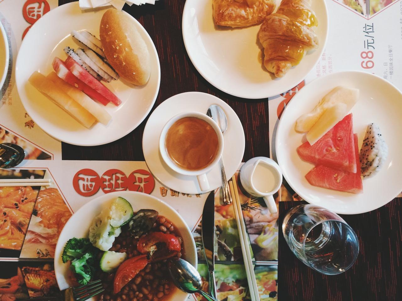 Безвизовый транзит в Гуанчжоу: Завтрак в бесплатном транзитном отеле