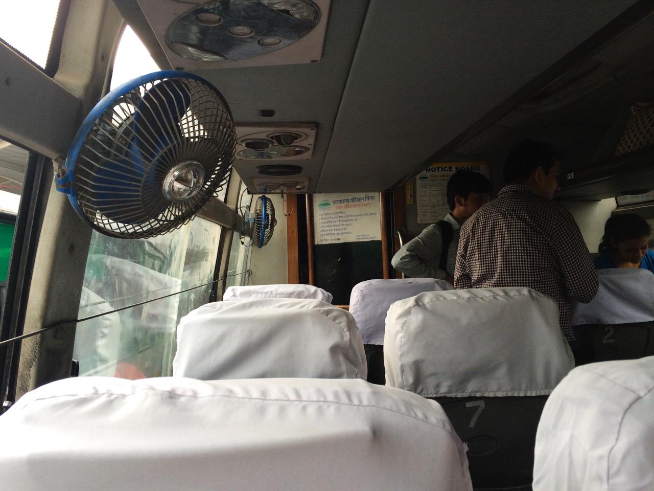 Путешествие по Индии: Автобус класса DELUX