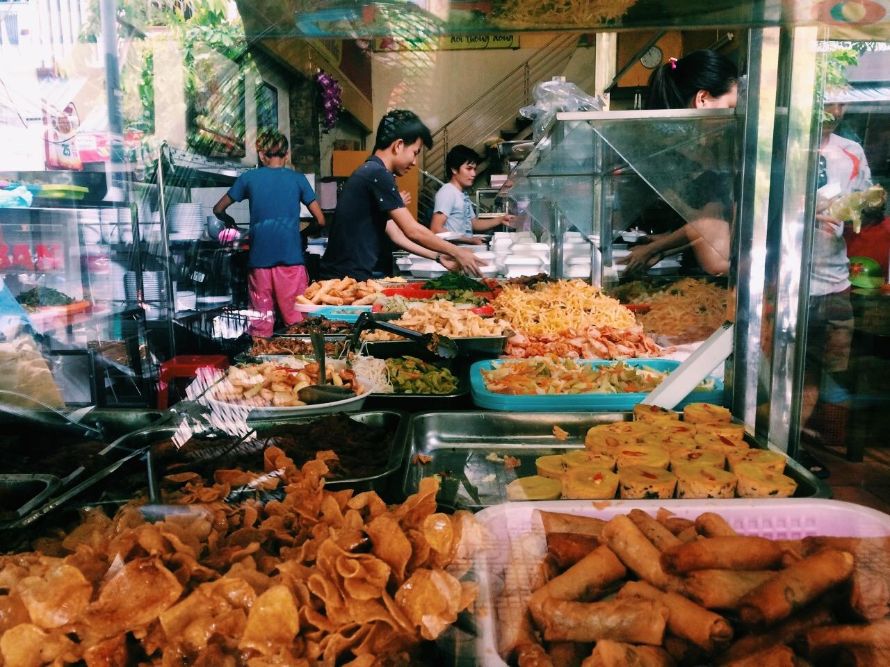 Как сэкономить в путешествии: бюджетное кафе-столовая во Вьетнаме