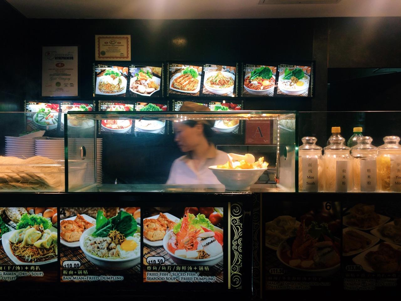 Как сэкономить в путешествии: Фудкорт в Сингапуре