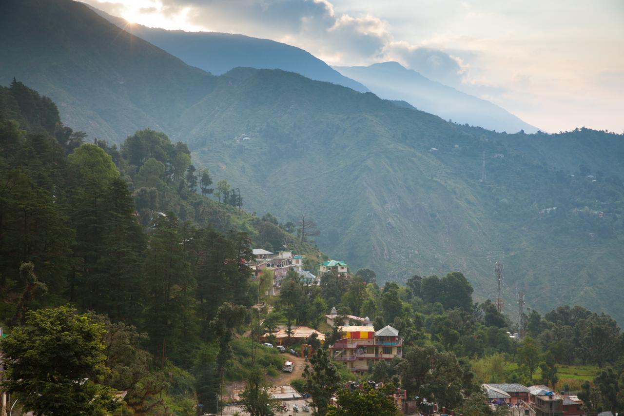 Путешествие по Индии: Рассвет над горными вершинами