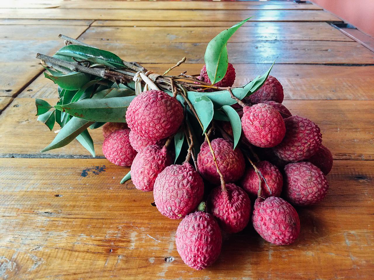 Пробуем фрукты Вьетнама: Личи
