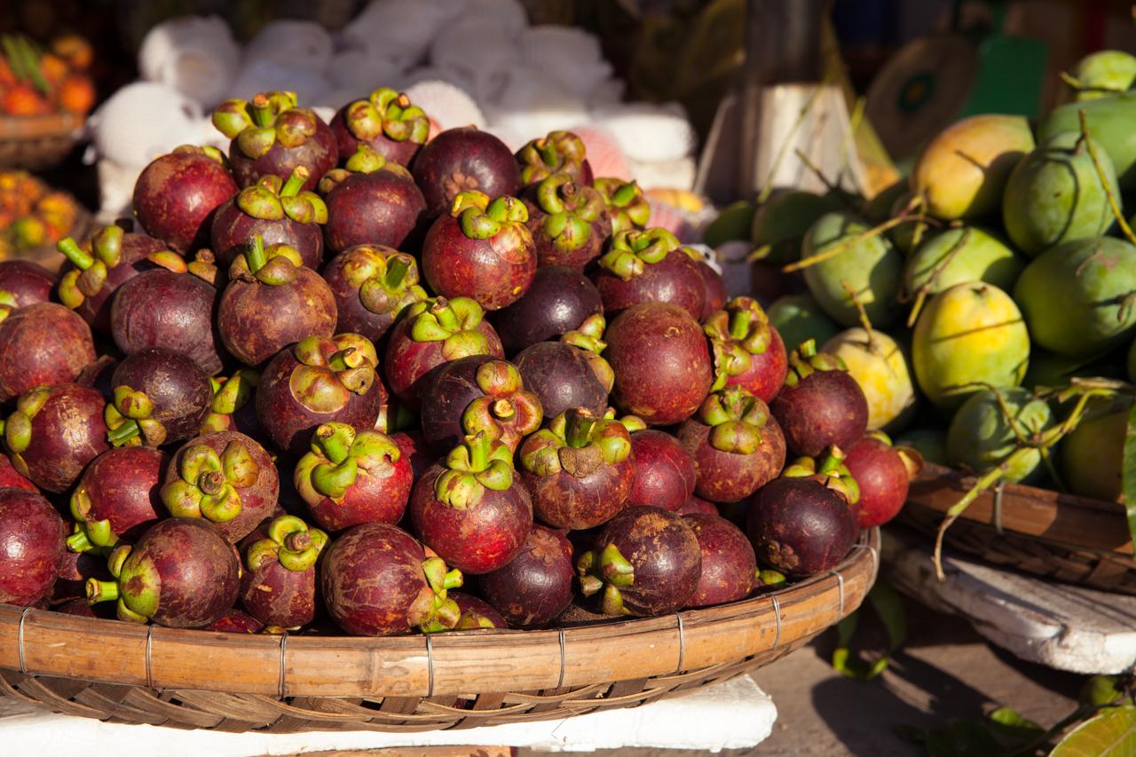 Пробуем фрукты Вьетнама: Мангустин