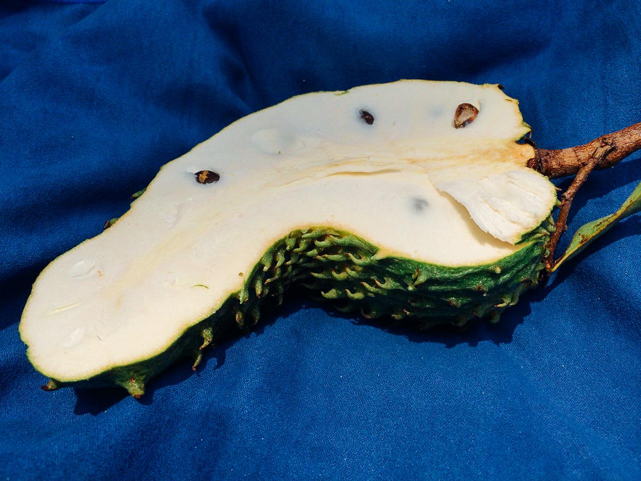 Пробуем фрукты Вьетнама: Сметанное яблоко