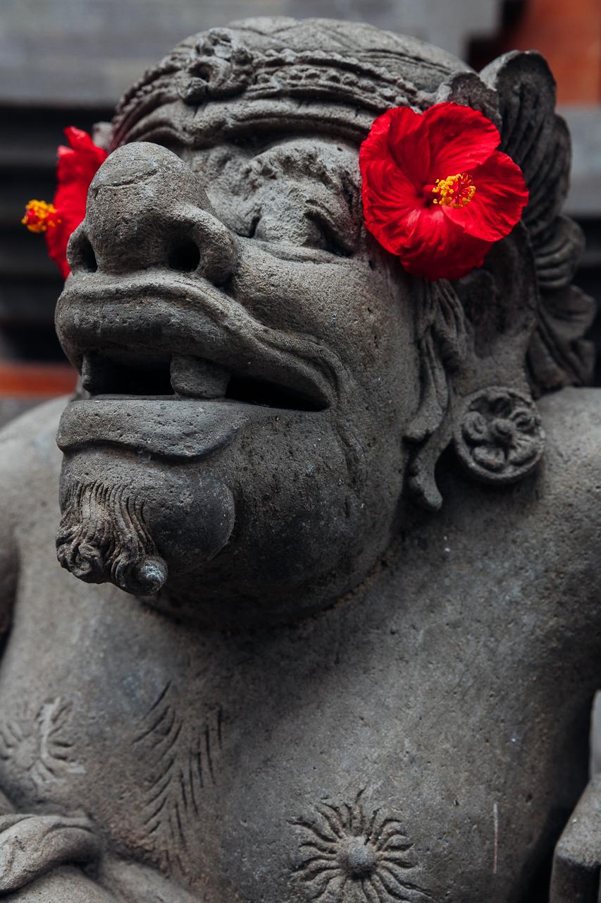 Религиозная скульптура в храме, Убуд, Бали