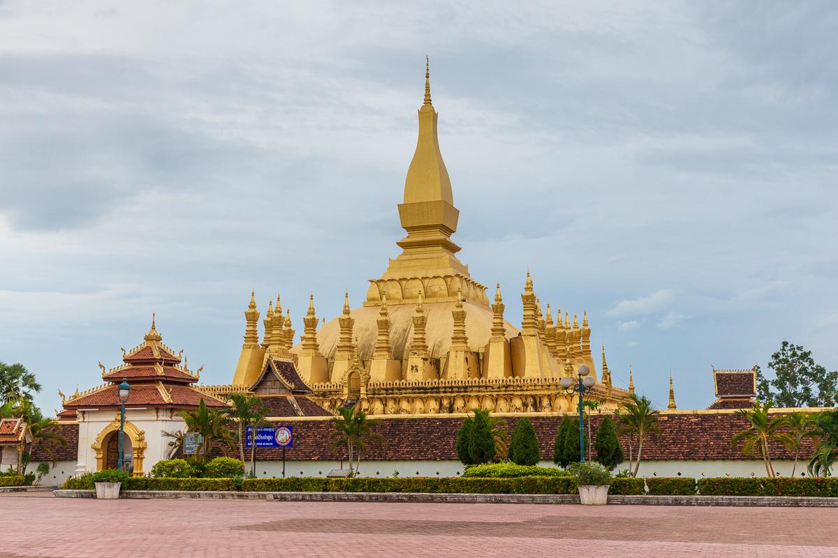 Путешествие по Лаосу: Тхат-Луанг, символ Лаоса