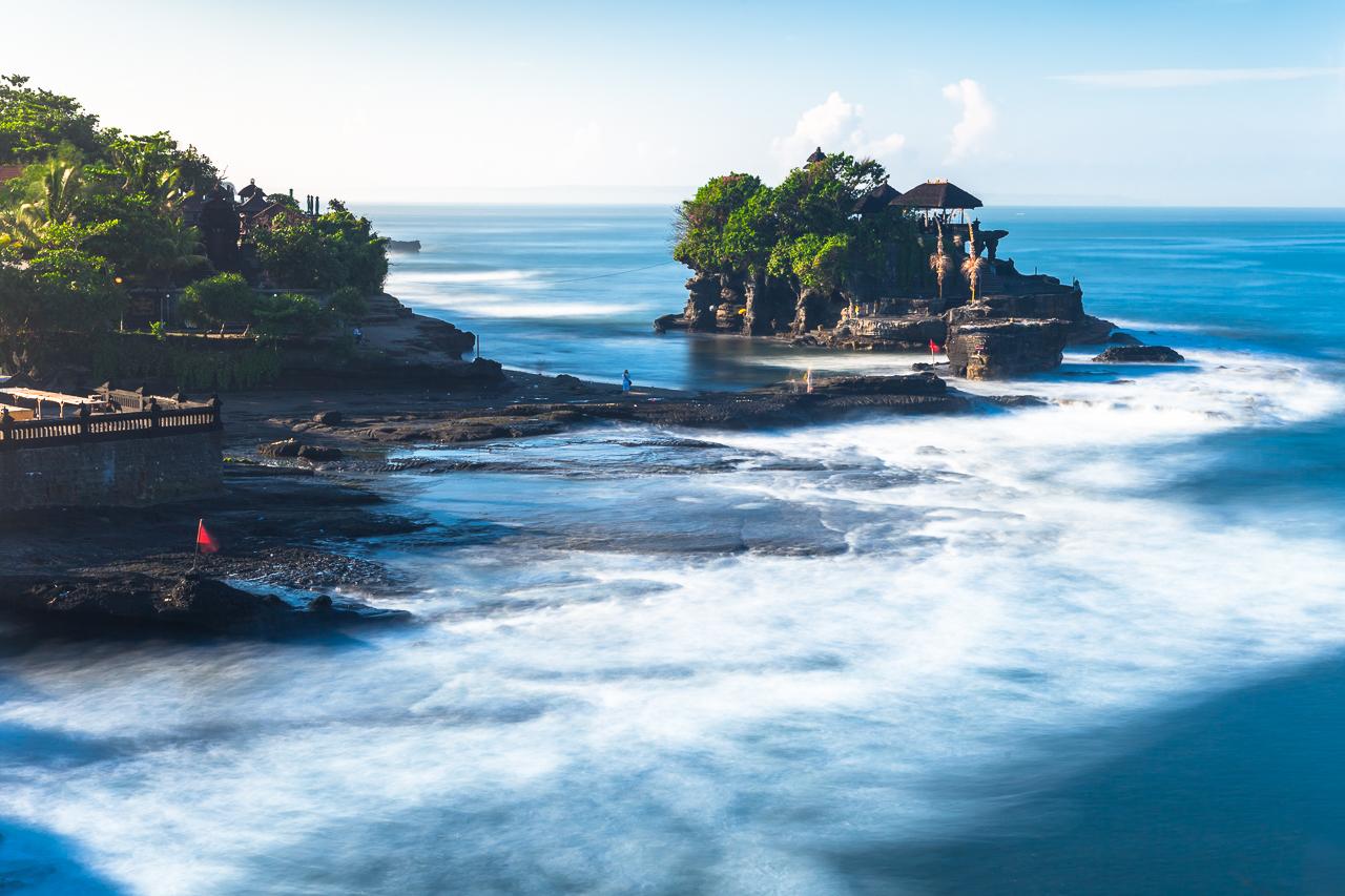 Танах Лот — знаменитый храм в океане, Бали, Индонезия
