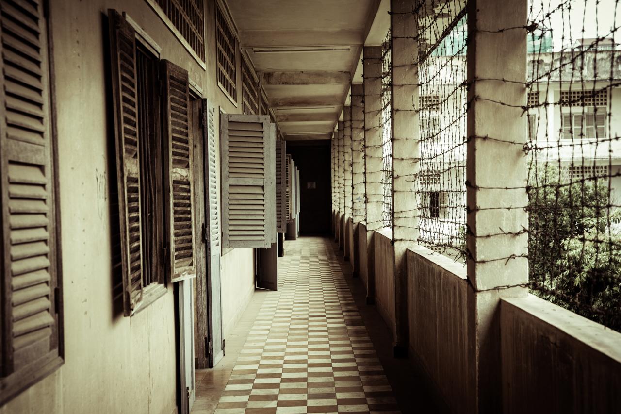 Путешествие по Камбодже: Здание школы, превращенное в концлагерь