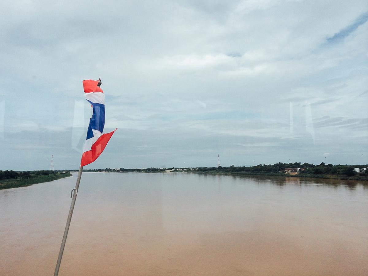 Путешествие по Лаосу: Проезжаем над границей Таиланда и Лаоса