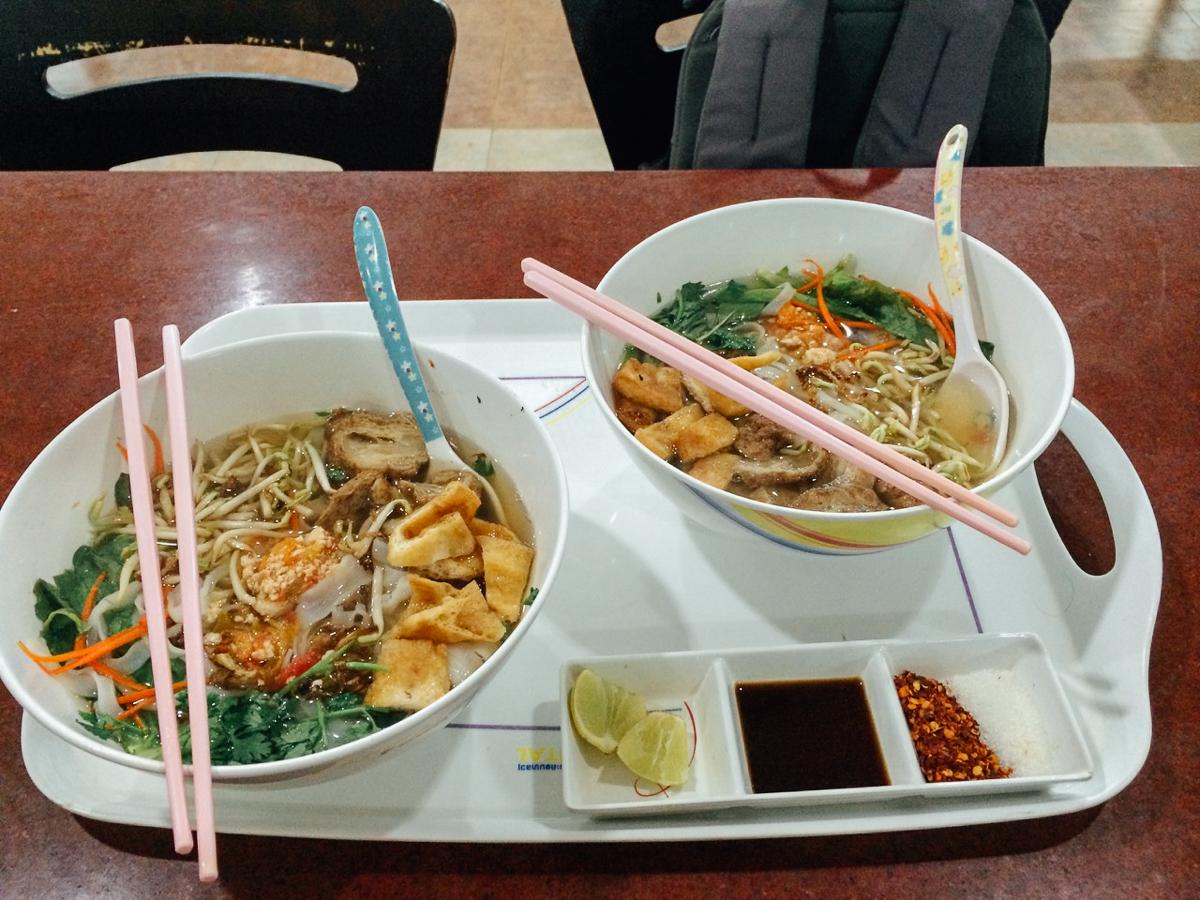 Путешествие по Лаосу: большие порции лапши