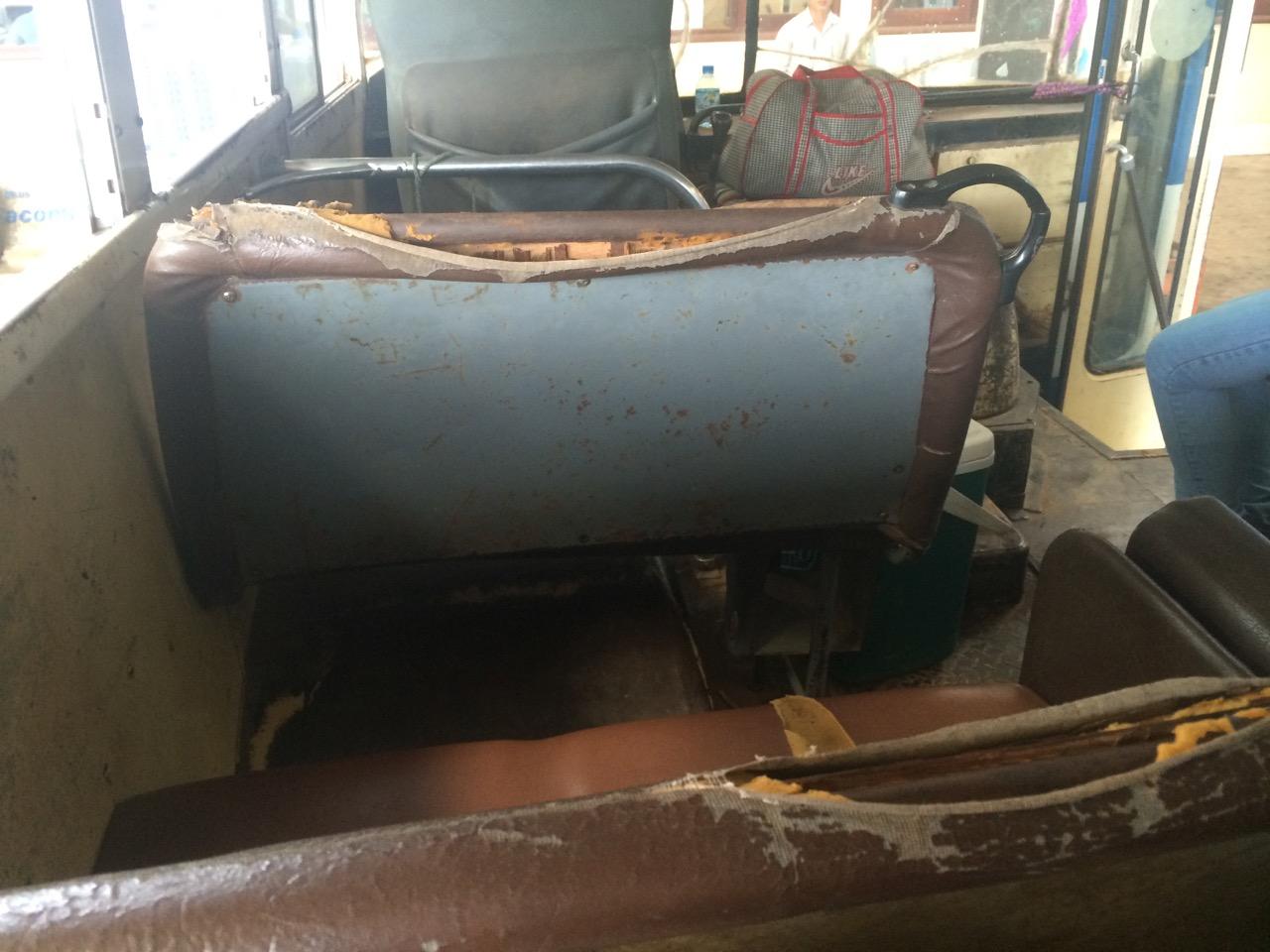 Путешествие по Лаосу: Убитый салон автобуса