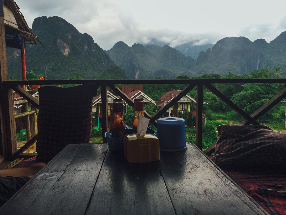 Путешествие по Лаосу: Кафе с видом на окрестности