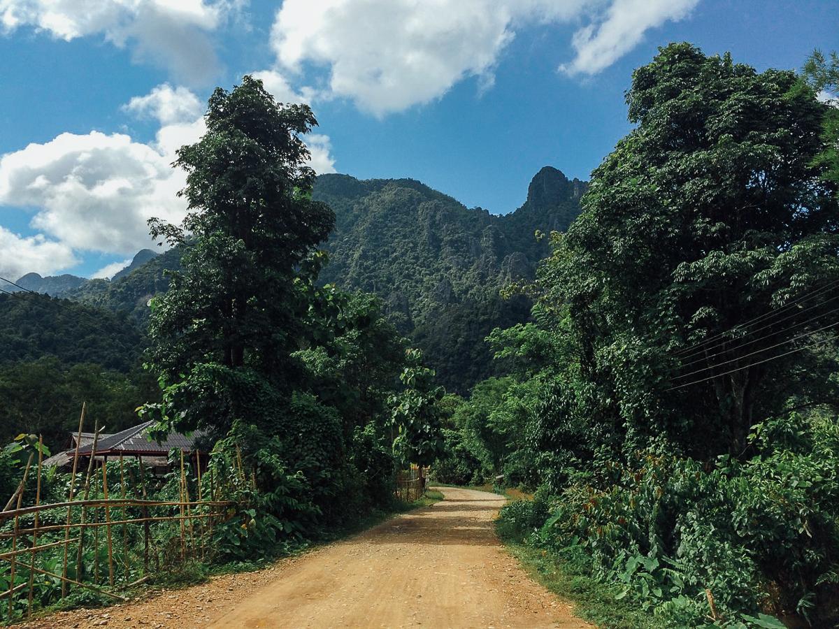 Путешествие по Лаосу: Дорога к Голубой Лагуне