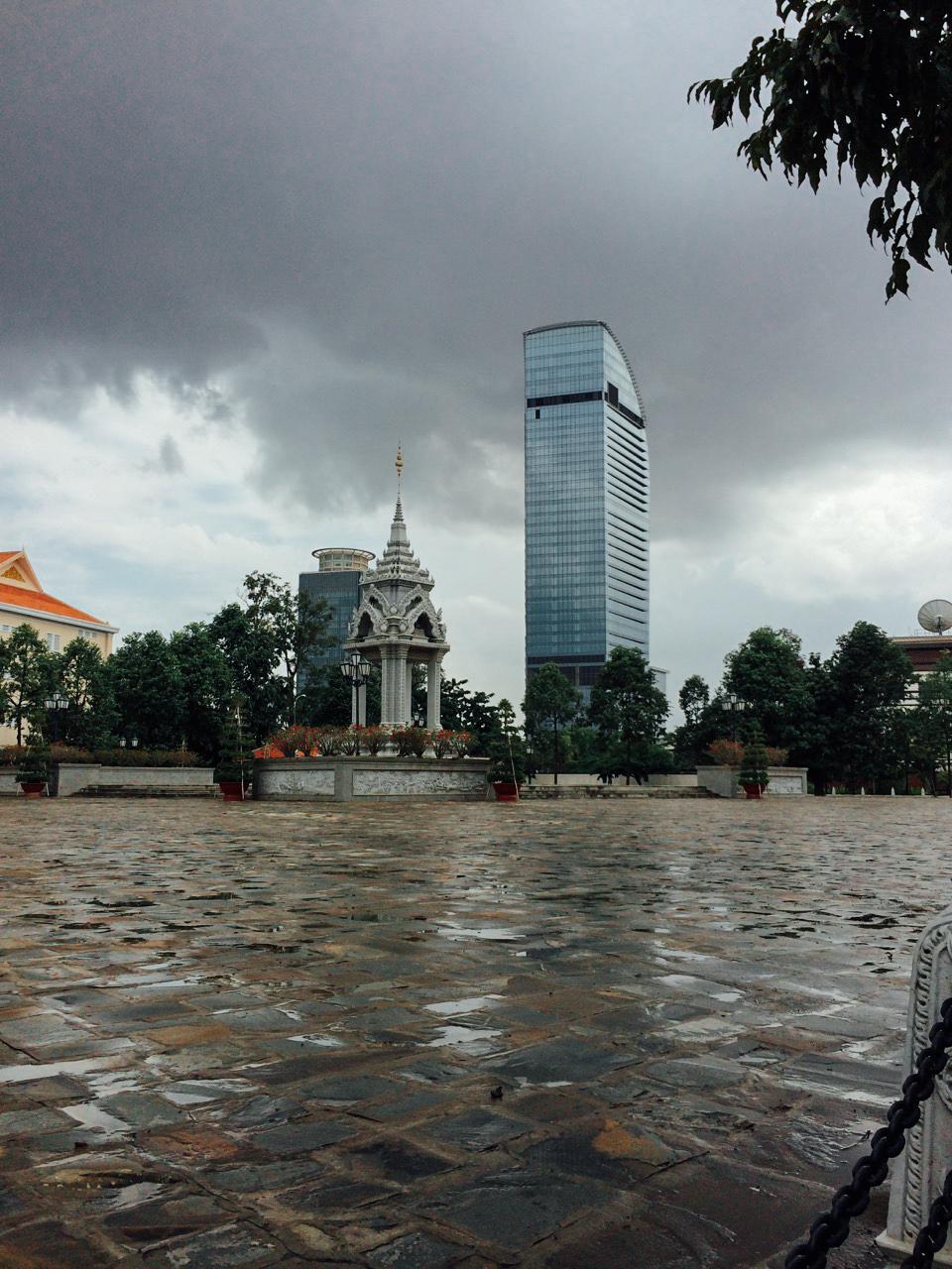 Путешествие по Камбодже: Небоскреб Vattanac Capital