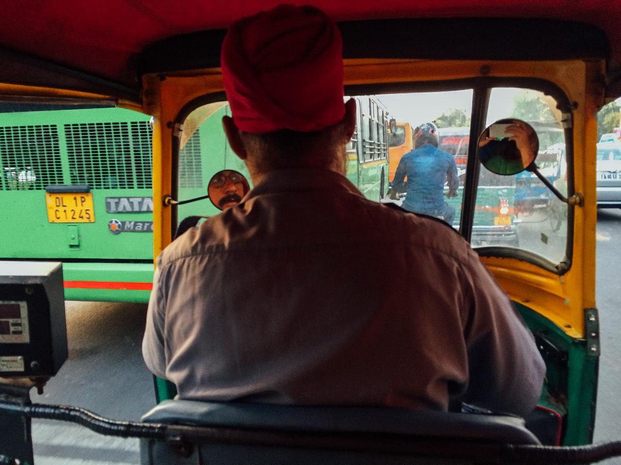 Путешествие по Индии: Едем на рикше до другого автобусного терминала, Дели