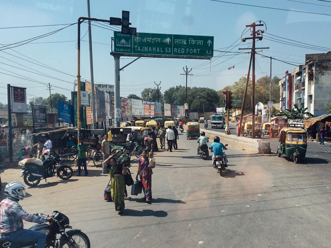Путешествие по Индии: Агра из окна автобуса