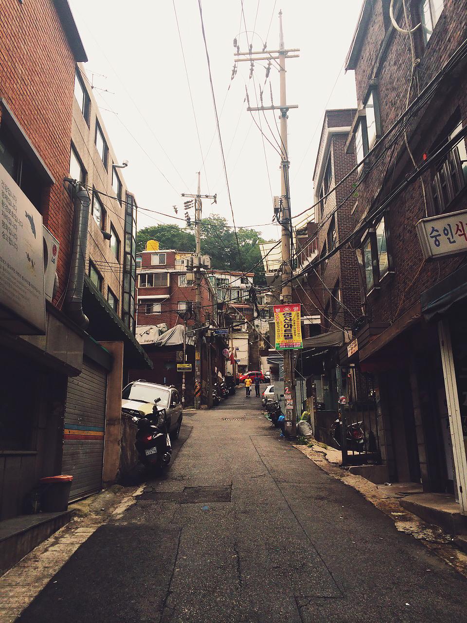 Путешествие по Южной Корее, Сеул: Одна из улиц района, где находится хостел