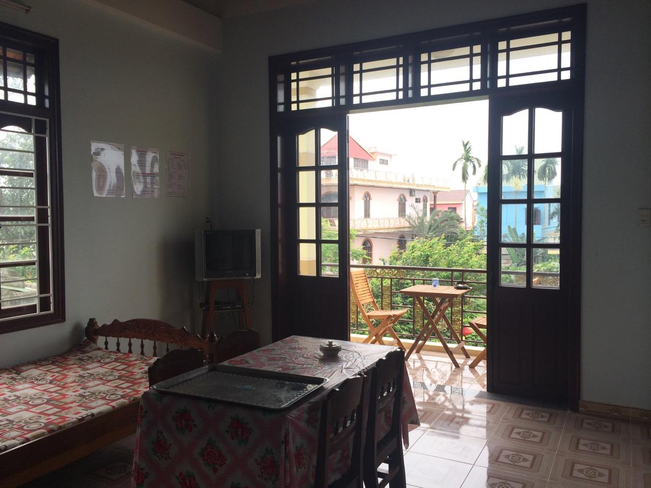 Путешествие по Вьетнаму: Балкон в общем холле дома на втором этаже, хоумстей в Хойане