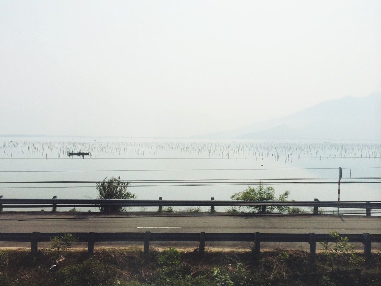 Путешествие по Вьетнаму: Лагуна в центральном Вьетнаме, вид из окна