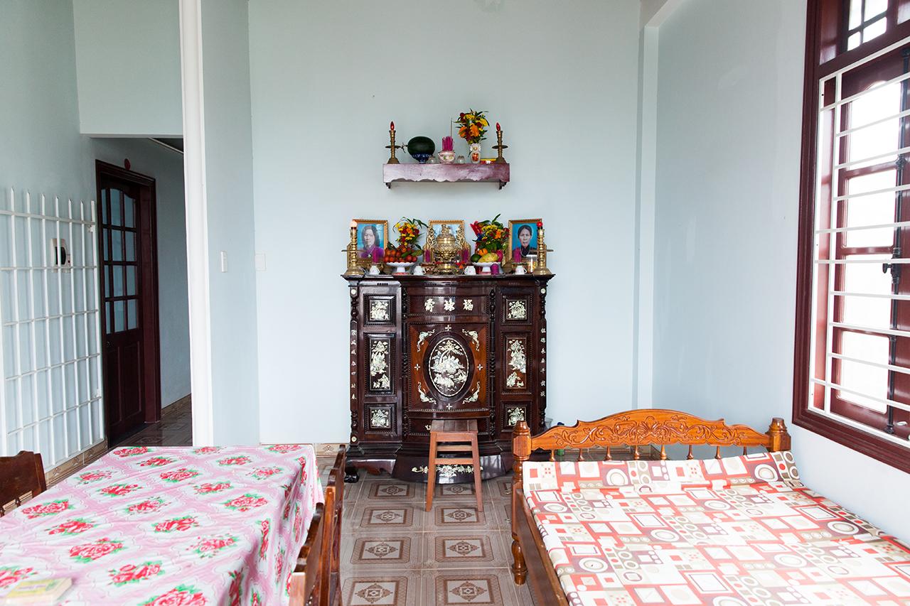 Путешествие по Вьетнаму: Алтарь предков, есть практически в каждом вьетнамском доме