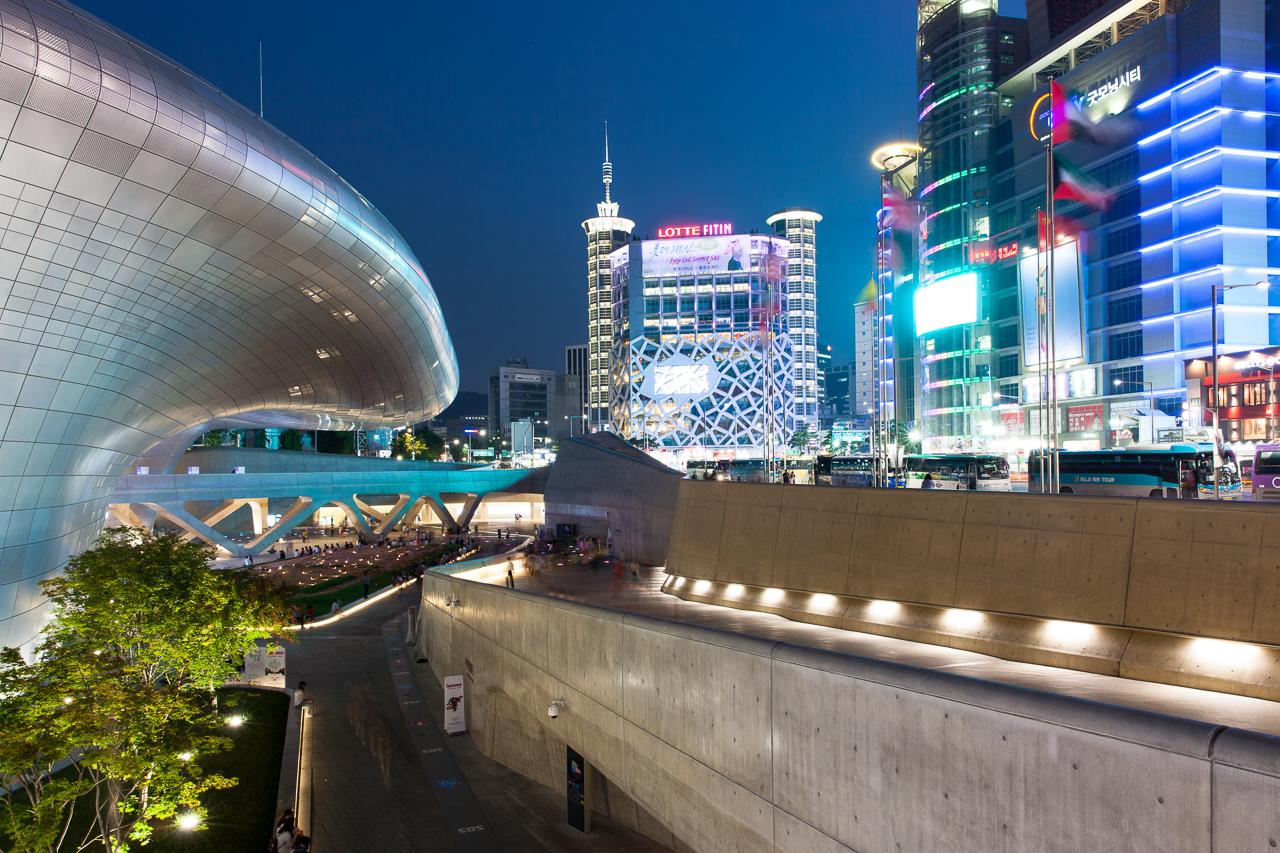 Достопримечательности Сеула: Тондэмун Дизайн Плаза
