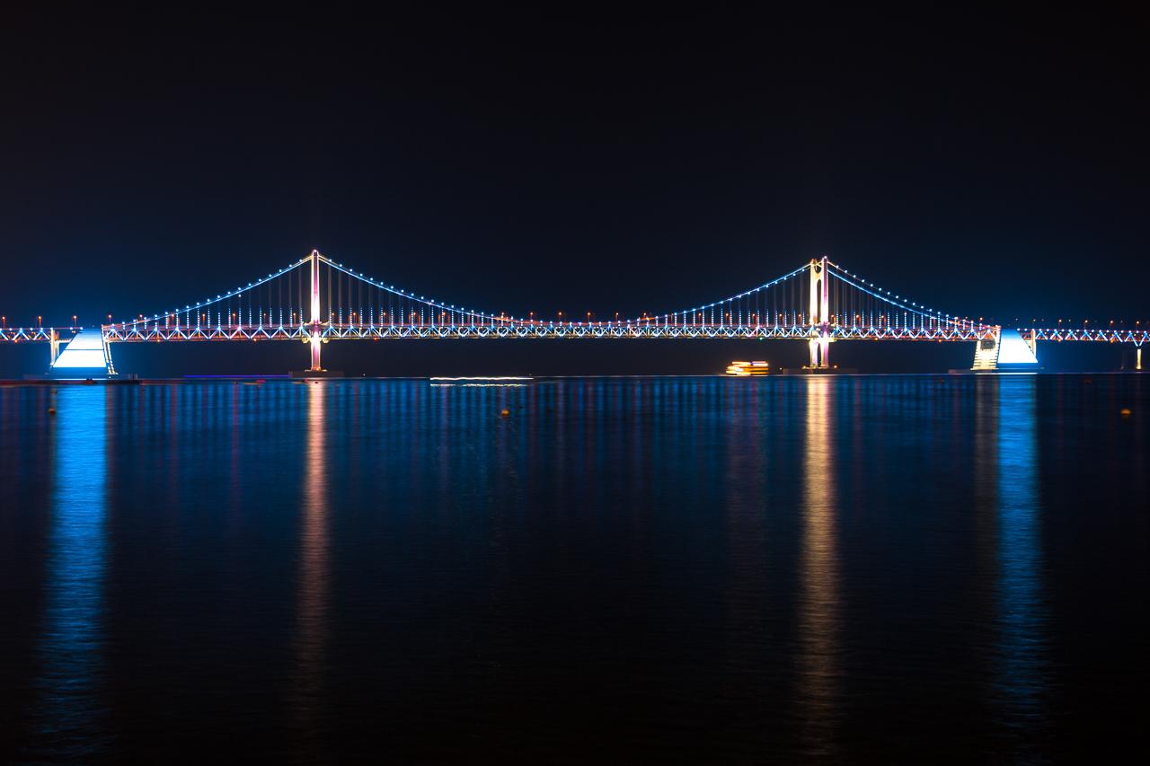 Путешествие по Южной Корее, Пусан: Вид мост Кванан с пляжа Кваналли