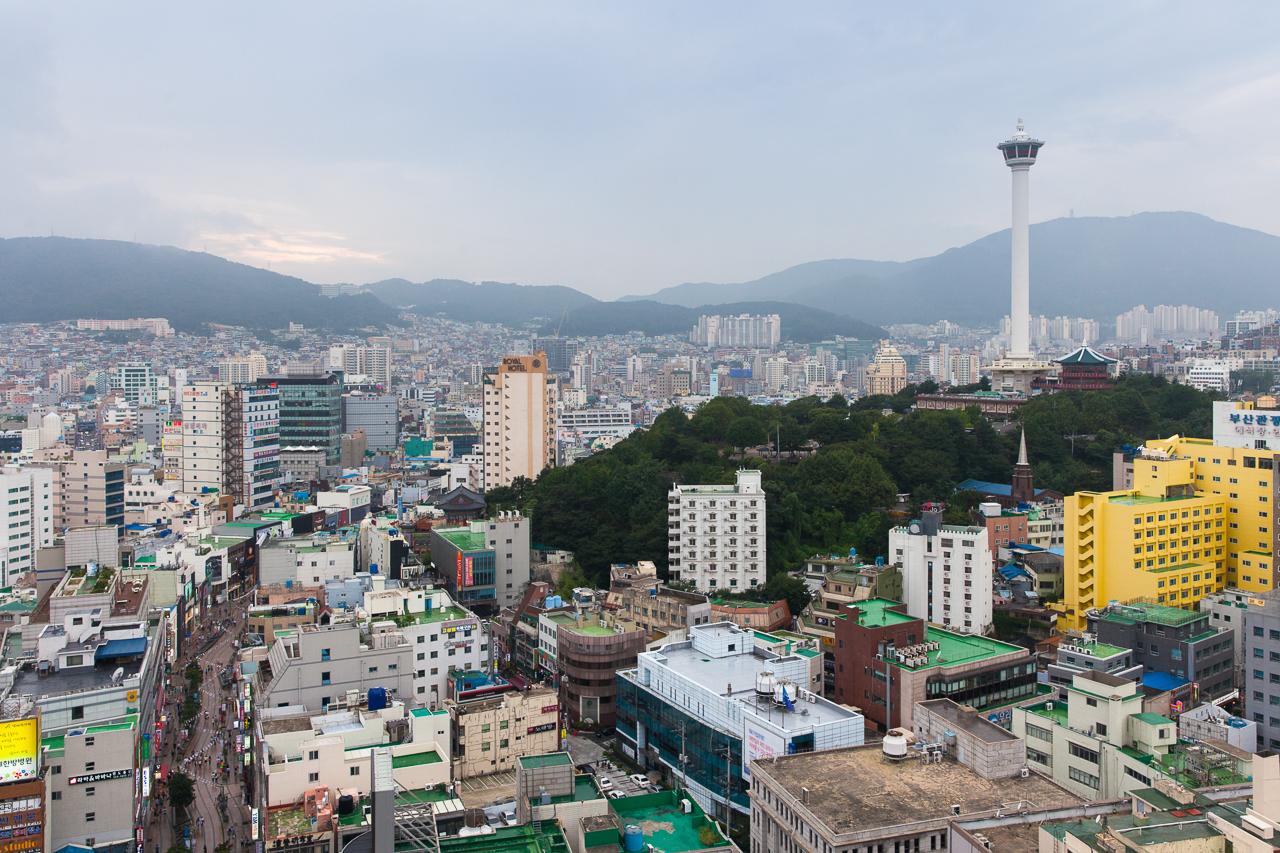 Путешествие по Южной Корее, Пусан: Вид на город и Пусанскую башню-маяк