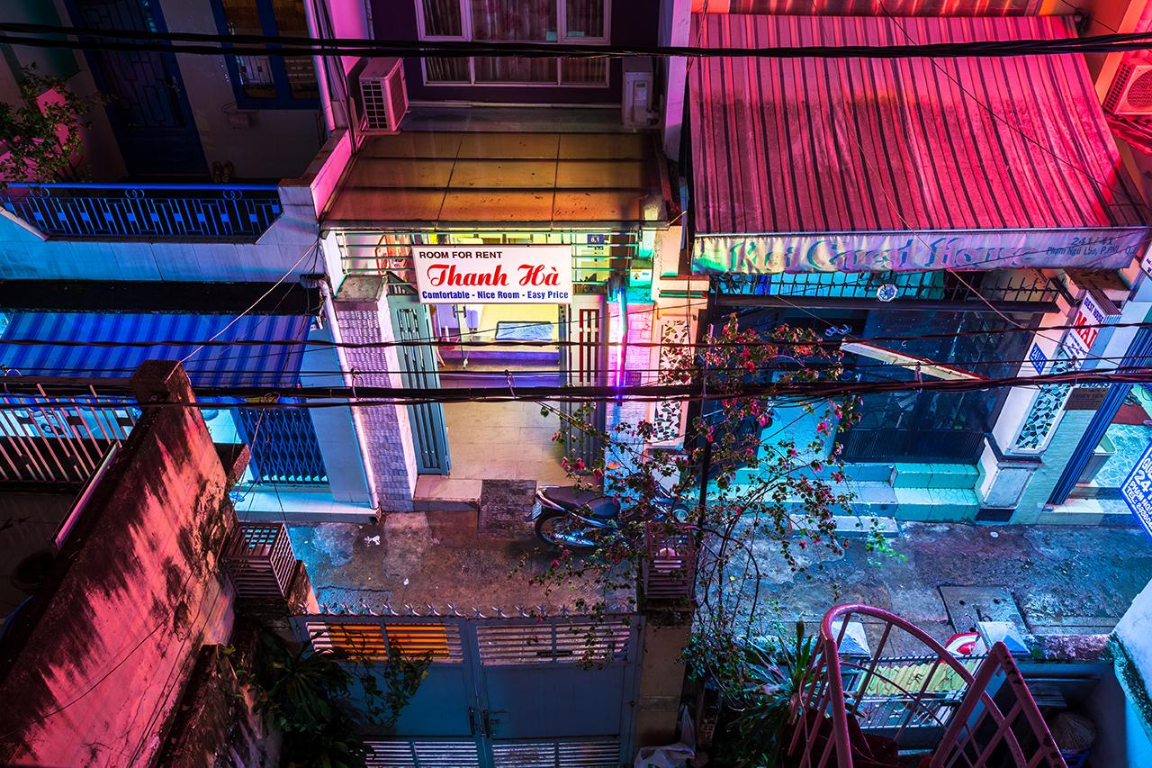 Путешествие по Вьетнаму, Хошимин: Вид с балкона частного дома в одном из переулков Bui Vien
