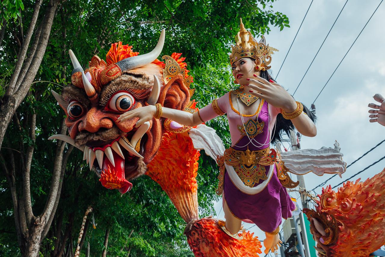 День тишины на Бали: Статуя Ого-Ого