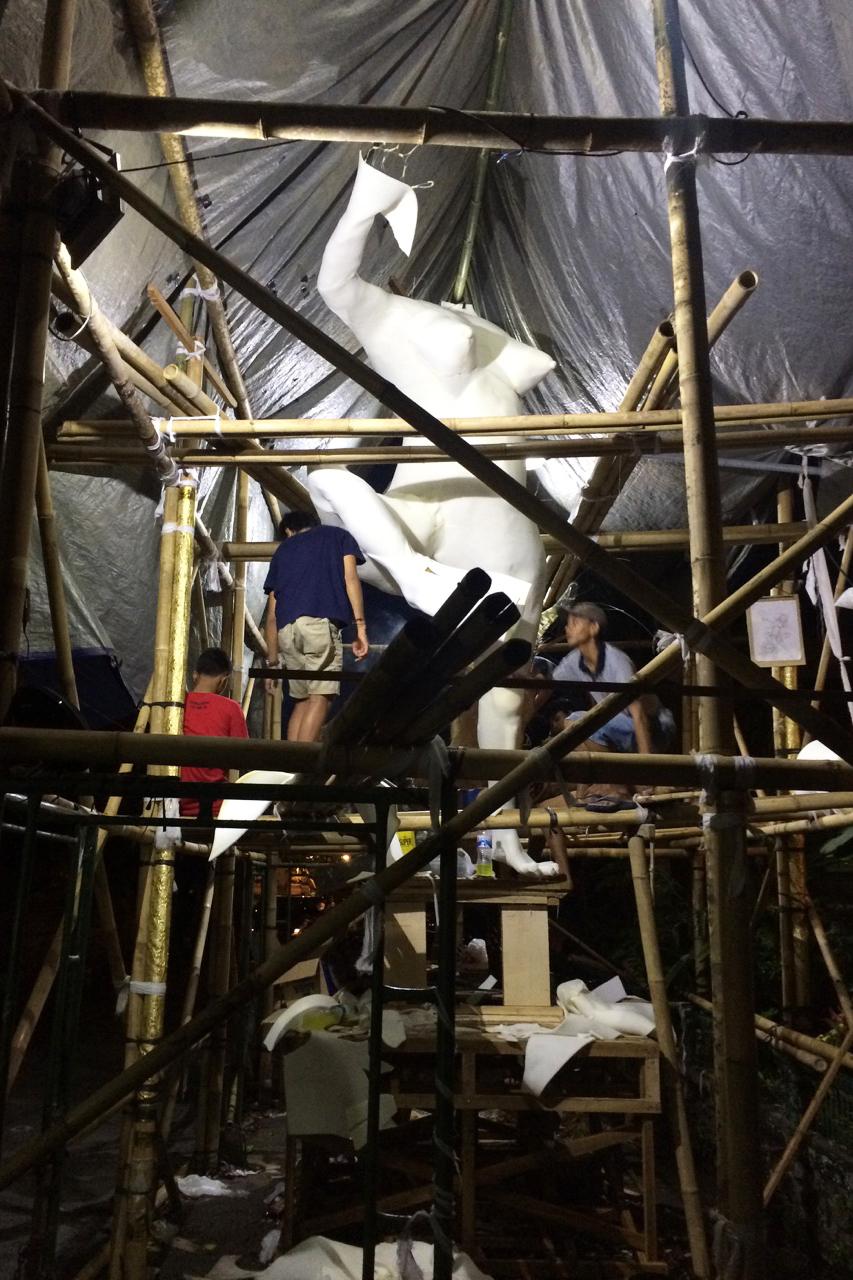День тишины на Бали: Изготовление статуи Ого-Ого