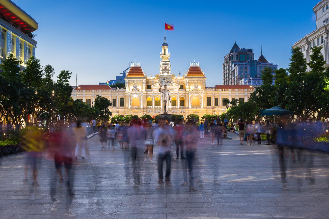 Достопримечательности Хошимина, Вьетнам: Здание городского совета и памятник Хошимину