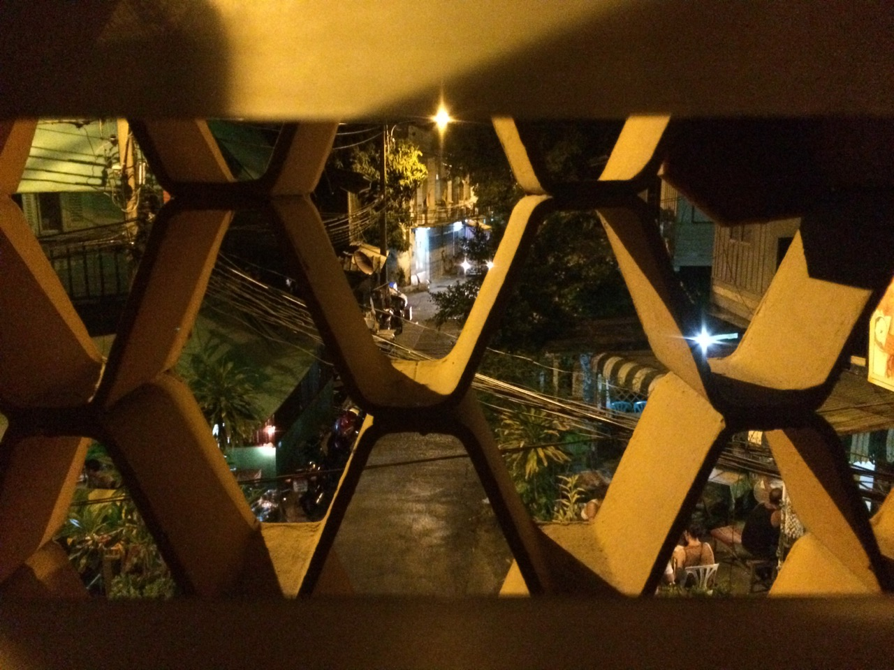 Путешествие по Таиланду, Бангкок: Вид из комнаты с окном в Amazing Guesthouse