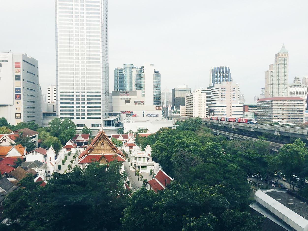 Путешествие по Таиланду, Бангкок: Вид из торгового центра на площади Сиам