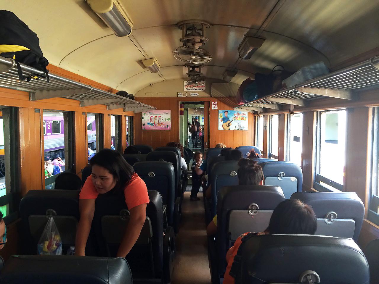 Путешествие по Таиланду, Аюттхая: Сидячий вагон с мягкими креслами